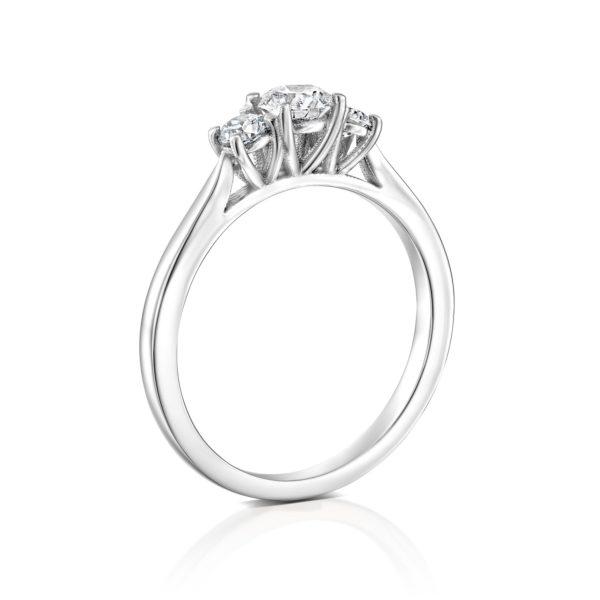 טבעת אירוסין בר משובצת שלושה יהלומים - זהב לבן - עומדת