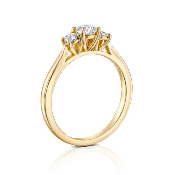 טבעת אירוסין בר משובצת שלושה יהלומים - עומדת