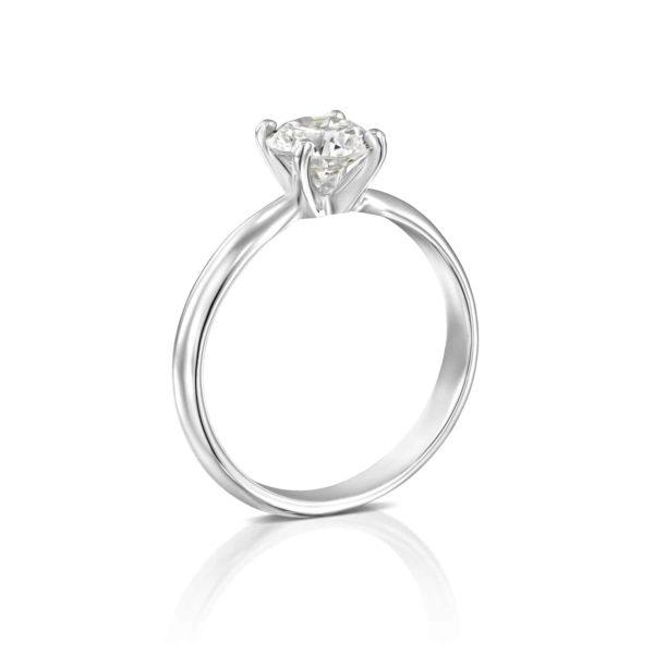טבעת יהלומים ברנדה סוליטר זהב לבן עומדת