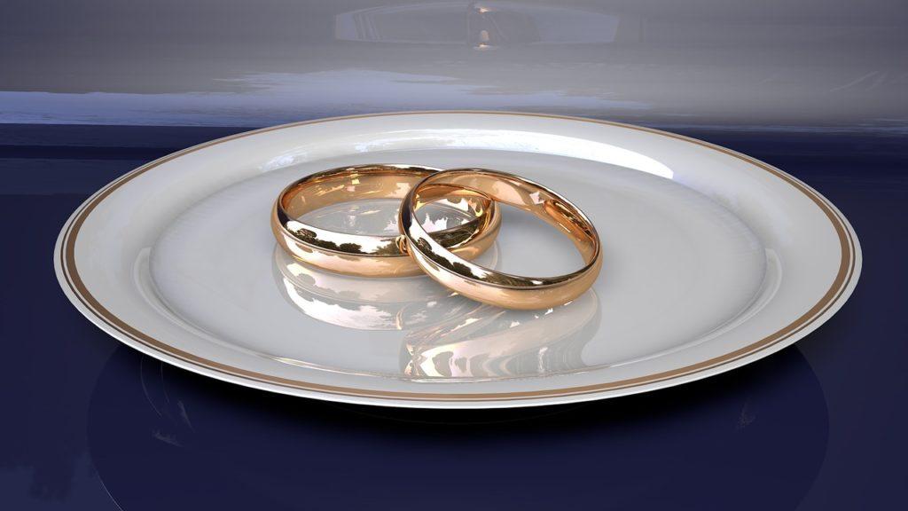 צלחת וטבעות
